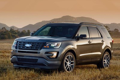 Ford Explorer: Base vs. XLT