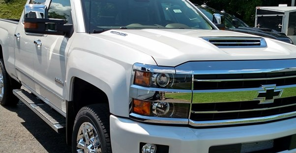 a white 2019 chevrolet silverado 2500hd in a parking lot
