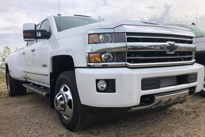 a close up of the 2019 chevrolet silverado 3500hd grille