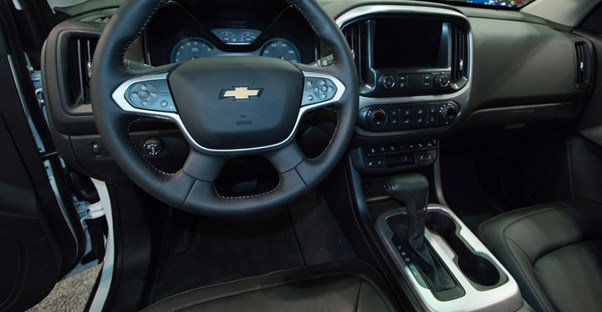 the steering wheel and center console of a 2019 chevrolet colorado truck