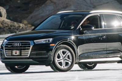 a black 2019 audi q5 luxury compact crossover suv